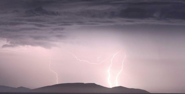 Καιρός: Επιδείνωση με βροχές, καταιγίδες και χιόνια στα ορεινά