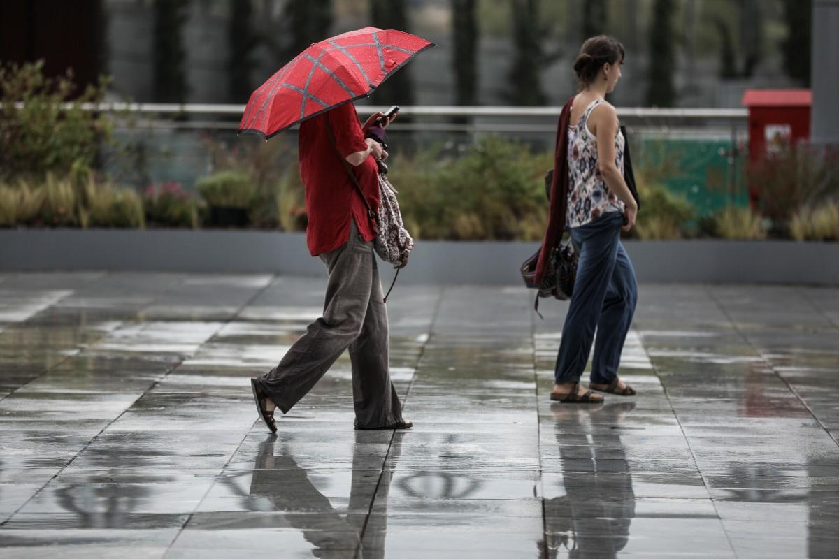 Χαλάει ο καιρός: Πτώση θερμοκρασίας μετά τα χθεσινά 30άρια – Βροχές και στην Αττική